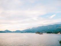 Sveti Stefan Island, Ansicht vom Strand von Crvena Glavica mont Stockfotografie