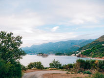 Sveti Stefan Island, Ansicht vom Strand von Crvena Glavica mont Stockfotos