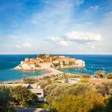 Sveti Stefan Island in Montenegro in adriatischem Meer lizenzfreie stockfotografie