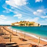 Sveti Stefan Island in Montenegro in adriatischem Meer lizenzfreie stockfotos