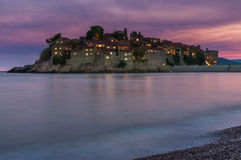 Sveti Stefan Island verso la fine della sera, Montenegro Fotografia Stock Libera da Diritti