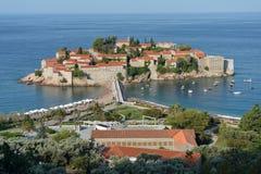Sveti Stefan, klein eilandje en toevlucht in Montenegro. Royalty-vrije Stock Foto