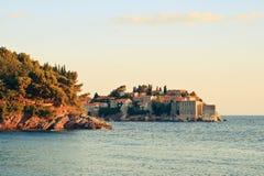 Sveti Stefan, kleine kleine Insel und Rücksortierung in Montenegro Lizenzfreie Stockbilder