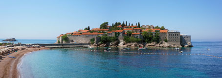Sveti Stefan - panoramasikt Royaltyfri Bild
