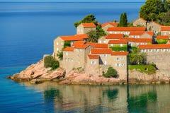 Sveti Stefan, pequeño islote y hotel recurre en Montenegro balcan Imagenes de archivo
