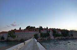 Sveti Stefan versterkte dorp in Montenegro Stock Afbeeldingen