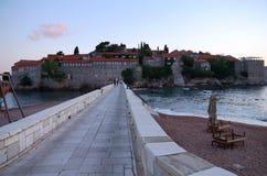 Sveti Stefan versterkte dorp in Montenegro Stock Foto's
