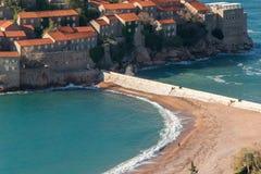 Sveti Stefan wyspa - kurort Montenegro, blisko Budva, powabnego nadmorski hideaway kurortu z, bujny ziemiami i Adriatyckiego morz obrazy stock
