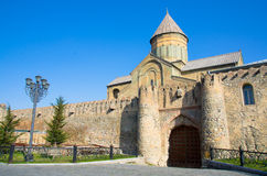 Svetitskhoveli大教堂11世纪在姆茨赫塔在夏日 最旧的市的姆茨赫塔一乔治亚 免版税库存照片