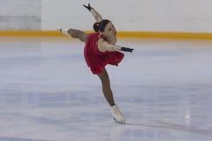 Svetlana Komarova de Bielorrússia executa o programa de patinagem livre das senhoras adultas da classe III do Pre-bronze Imagens de Stock