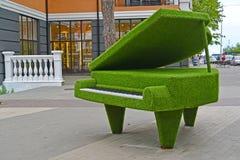 Svetlogorsk,俄罗斯 Topiarny雕塑大平台钢琴 免版税库存图片