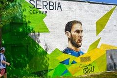 Svetlogorsk, Ρωσία Ένα τεμάχιο των γκράφιτι με ένα πορτρέτο του σερβικού ποδοσφαιριστή Branislav Ivanovich FIFA 2018 FIFA Wor στοκ εικόνες