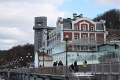SVETLOGORSK, KALININGRAD-REGION, RUSSLAND - 13. FEBRUAR 2011: Hotel-großartiger Palast im berühmten russischen Seebad Svetlogorsk Stockbilder