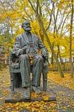 Svetlogorsk, Rusland Een monument aan academicus I P Pavlov in de herfstdag stock afbeeldingen