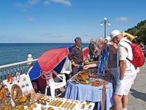 SVETLOGORSK, RUSSIA.Tourists buy an amber souvenir. SVETLOGORSK, RUSSIA - AUGUST 23, 2009: Tourists buy an amber souvenir Royalty Free Stock Photos