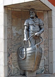 Svetlogorsk Ryssland Skulptur`-fiskare av Raushen `, Arkivfoto