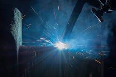 Svetsande reparationsaxel vid automatisk svetsningsprocess Arkivfoton