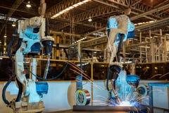 Svetsar industriella robotar för lag enhetsbildelen Royaltyfri Fotografi