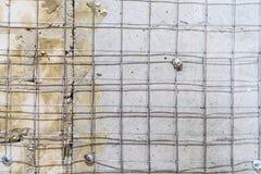 Svetsat ingrepp för metall för bättre fasthållande av murbruk på väggarna arkivbild