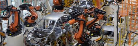 Svetsning av bilkroppen Automatisk produktionslinje Långt format Bred ram royaltyfri bild