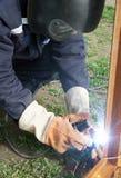 svetsning för welder för metalldel Royaltyfri Fotografi