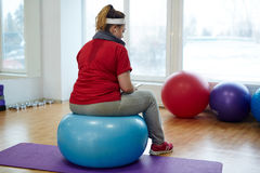 Svettig sjukligt fet kvinna efter konditionövning Royaltyfria Foton