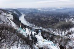 Sviatohirsk Lavra na brzeg Seversky Donets w zimie Odgórny widok obraz stock