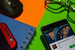 Sviluppatore app di tiraggio dell'illustratore di Adobe sullo schermo di Smartphone immagine stock
