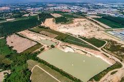 Sviluppo della zona industriale nella terra dell'azienda agricola Fotografie Stock