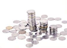 Sviluppo di soldi cento fatture del dollaro che crescono nell'erba verde Immagini Stock Libere da Diritti