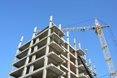Sviluppo economico Alta costruzione di aumento che va in su Casa di dimora della costruzione house Costruzione della Camera Fotografia Stock