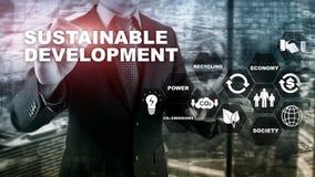 Sviluppo sostenibile, ecologia e concetto di protezione dell'ambiente Energia rinnovabile e risorse naturali doppio fotografia stock libera da diritti