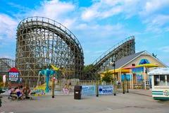 Svindel- Rollercoaster på den Hershey parken, PA Arkivbild