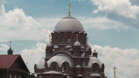 Sviyagsk, Rússia, o 14 de julho de 2017, Ilha-cidade Sviyagsk, abóbada da catedral ortodoxo - igreja de trindade santamente - tem vídeos de arquivo