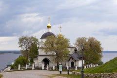 Sviyazhsk, Rusia, el 4 de junio de 2018: Iglesia de los santos Constantina y Helena imagen de archivo