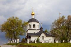 Sviyazhsk, Rusia, el 4 de junio de 2018: Iglesia de los santos Constantina y Helena imágenes de archivo libres de regalías