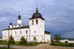 Sviyazhsk Ryssland, Juni 04, 2018: Antagandedomkyrka i Sviyazhsk, republik av Tatarstan fotografering för bildbyråer