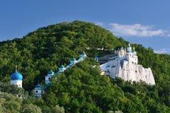 Svjatogorsk Церковь St Nicholas на утесе Стоковое фото RF