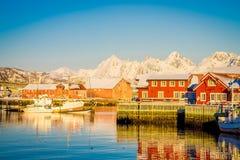 SVOLVAER LOFOTEN-ÖAR, NORGE - APRIL 10, 2018: Hamnhus i Svolvaer som lokaliseras i det Nordland länet på ön Royaltyfria Bilder