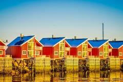 SVOLVAER LOFOTEN-ÖAR, NORGE - APRIL 10, 2018: Hamnhus i Svolvaer som lokaliseras i det Nordland länet på ön Arkivbilder