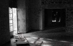 Svuoti la camera di albergo abbandonata Immagini Stock
