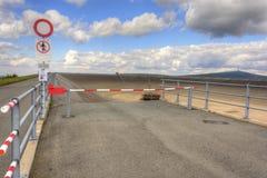 Svuoti la diga superiore della centrale elettrica di energia idroelettrica di pompaggio in Fotografia Stock