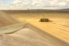 Svuoti la diga superiore della centrale elettrica di energia idroelettrica di pompaggio in repubblica Ceca fotografia stock
