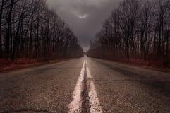 Svuoti la strada abbandonata nella contea Romania di Valcea Fotografia Stock