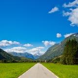 Svuoti la strada principale della montagna Fotografie Stock