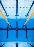 Svuoti lo stagno all'aperto olimpico di 50m da Underwater Fotografie Stock Libere da Diritti