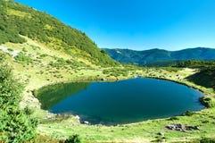 Svydovets土坎的湖Vorozheska 免版税库存图片