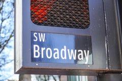 SW Бродвей Портленд - ПОРТЛЕНД - ОРЕГОН - 16-ое апреля 2017 Стоковые Изображения RF