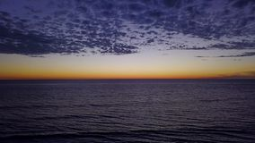 SWAMIS ressaca e cenas Encinitas Califórnia da praia video estoque