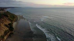 SWAMIS spuma e scene Encinitas California della spiaggia stock footage